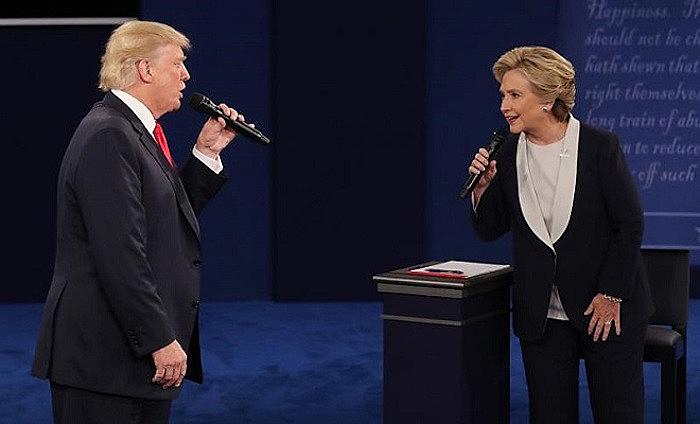 Trump e Hillary fizeram segundo debate neste domingo e trocaram acusações mútuas