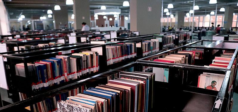 Espaço aceita enciclopédias, gibis, livros, fitas VHS, cassetes, vinis, CDs e DVDs; doações abastecem acervo e instituições do interior