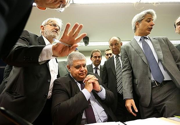 Sessão teve debates e intensa troca de farpas entre oposição e governistas