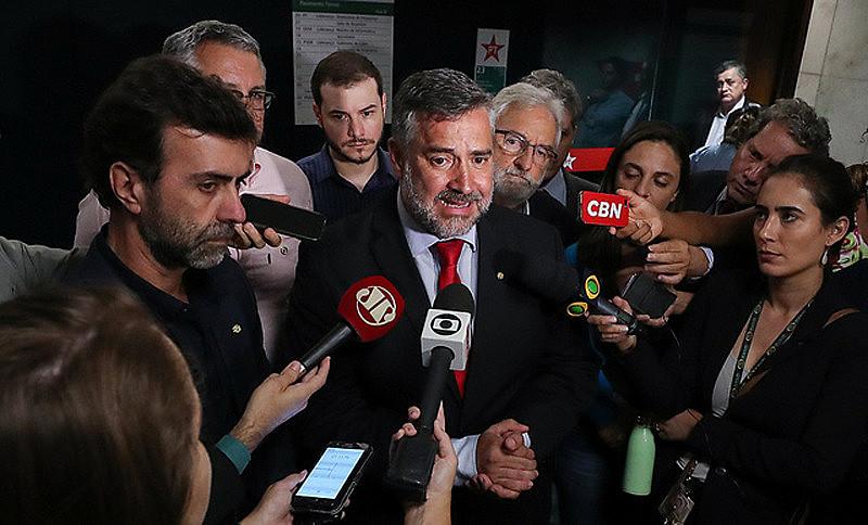 Coletiva de imprensa do bloco de oposição que reúne PT, PSB, PSOL e Rede, na Câmara dos Deputados