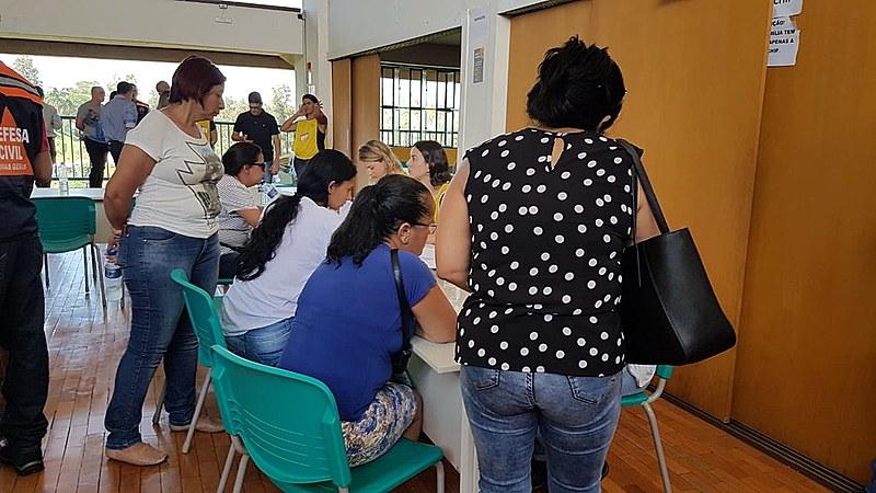Familiares aguardam boletins da equipe de resgate em Brumadinho
