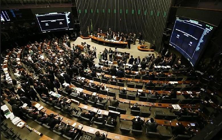 Lindbergh: mundo não gira em torno do parlamento – o cretinismo parlamentar – e as ruas são outro espaço de luta