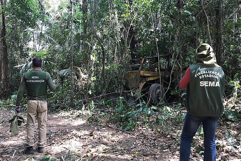 Semas apreende maquinário usado para explorar madeira em reservas florestais