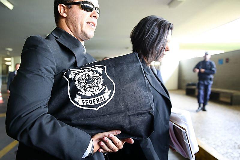 Agentes da Polícia Federal deixam o Congresso Nacional na última quinta (18)