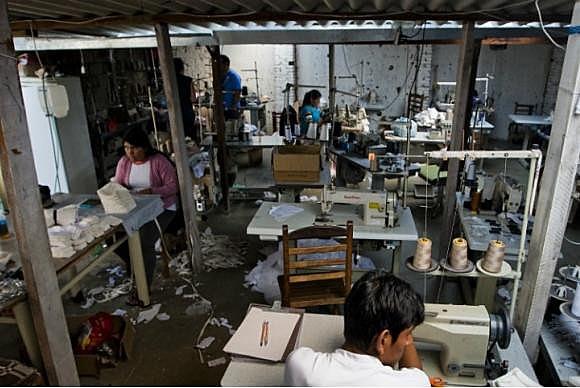 Oficinas de costura são alvos constantes de fiscais do Ministério Público do Trabalho