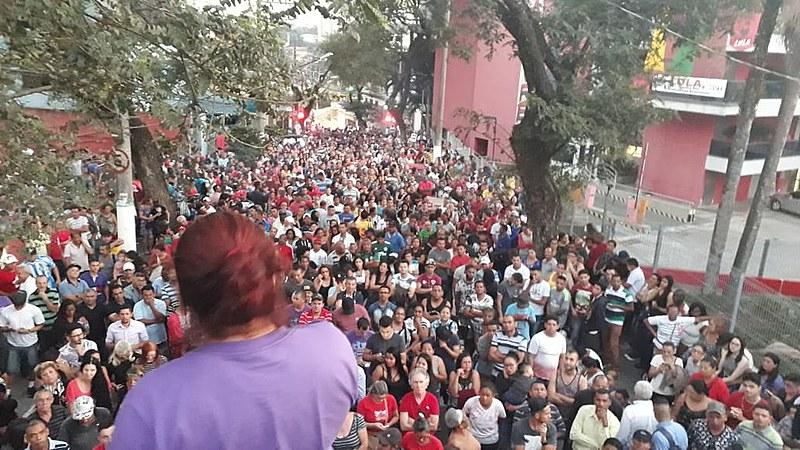 Manifestação em São Bernardo do Campo começou no início da tarde deste domingo (8)