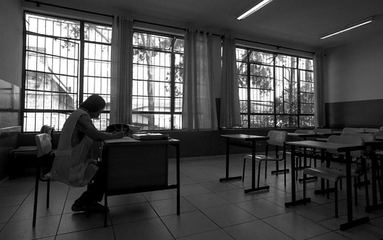 """""""Na minha escola foi fechado o período noturno e não fomos avisados. Acabei ficando sem aulas"""", diz professor"""