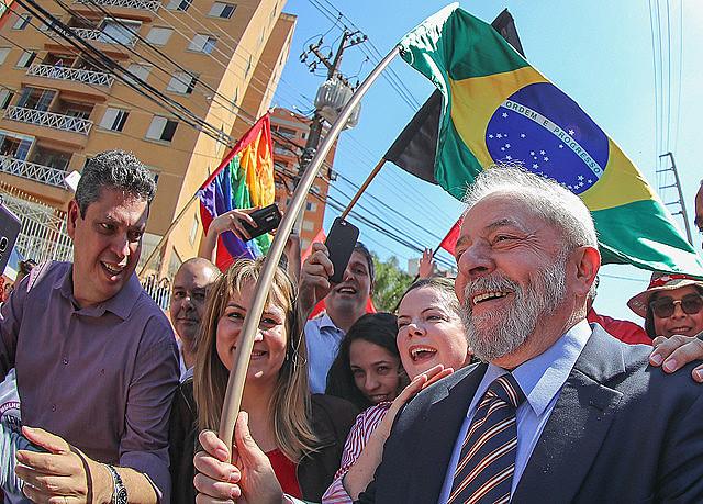 Lula en su visita a la ciudad de Curitiba para prestar declaraciones ante el juez Sergio Moro