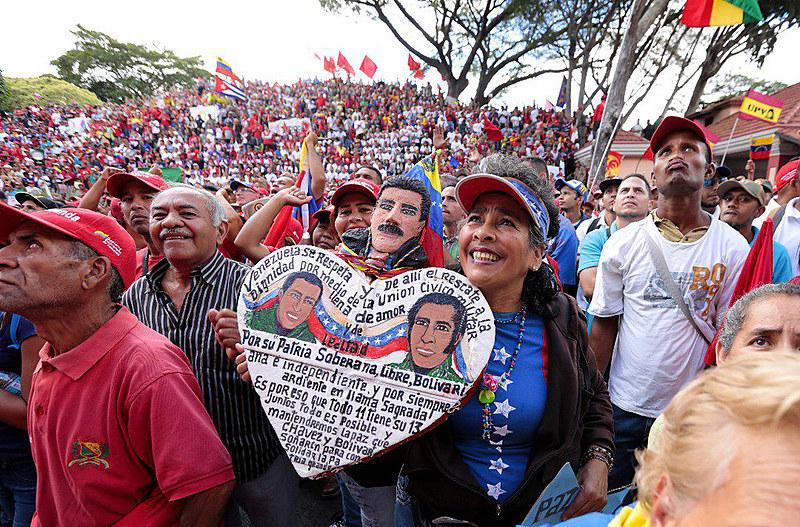 Em meio à retirada de direitos na América Latina, os venezuelanos escolhem, em 1999, um presidente vindo do povo trabalhador
