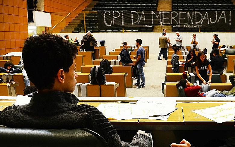 Em maio, estudantes ocuparam o plenário da Assembleia Legislativa para exigir investigação de desvios de recursos para merenda escolar