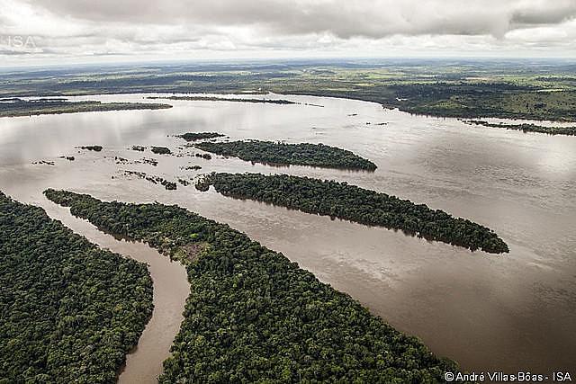 Río Xingu, próximo a la zona de obras de la hidroeléctrica de Belo Monte en Altamira, en el estado de Pará