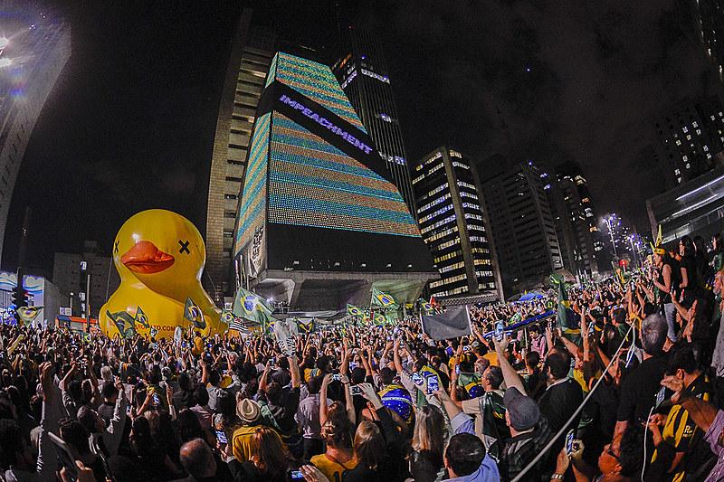 Prédio da Fiesp pedindo a saída da presidenta Dilma Rousseff