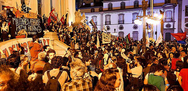 Protesto contra mortes de Ágatha e de outras crianças ocorreu em frente à Alerj, no centro do Rio