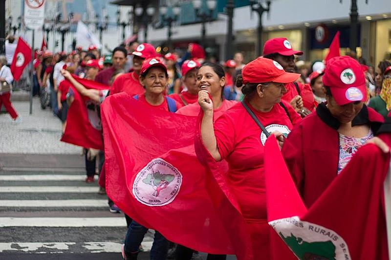 Trabalhadoras rurais caminharam do Incra até a Boca Maldita com palavras contra Temer e a favor da reforma agrária