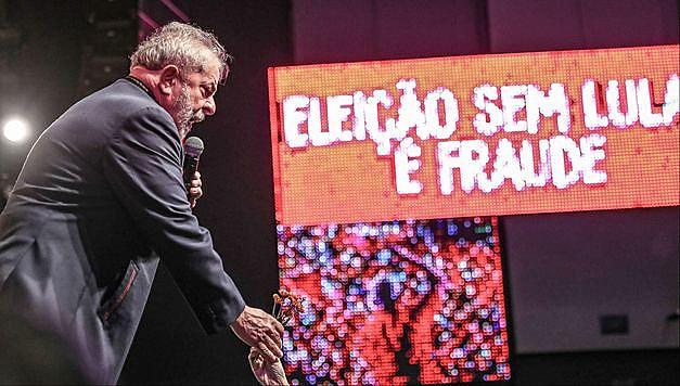 Lula recebe apoio de artistas e intelectuais no Rio de Janeiro durante ato na semana passada.