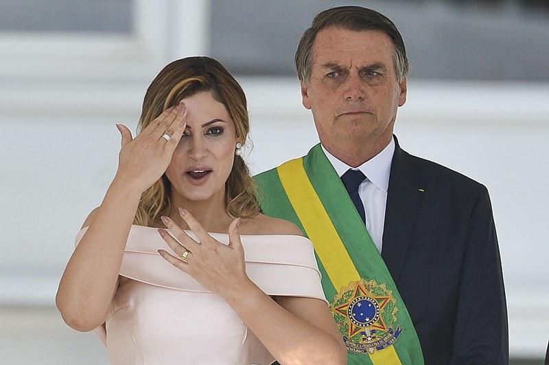 Bolsonaro disse que movimentação atípica na conta da esposa foi para quitar empréstimo
