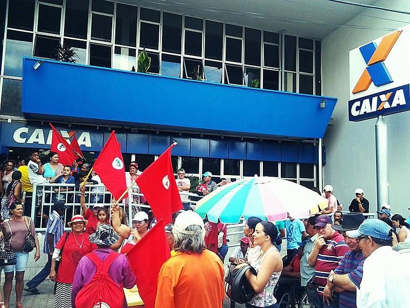 Papel social da Caixa Econômica Federal está ameaçado pelo plano de privatização do banco.