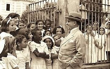 Getúlio Vargas (foto), ex-presidente brasileiro, se dirigia à população interpelando a todos como trabalhadores do Brasil