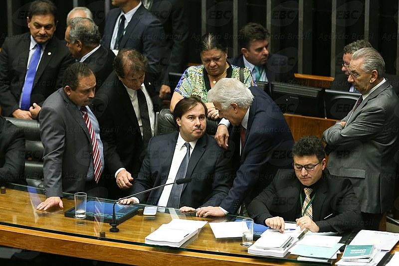 O presidente da Câmara, Rodrigo Maia, marcou para terça-feira a votação de pacote anticorrupção