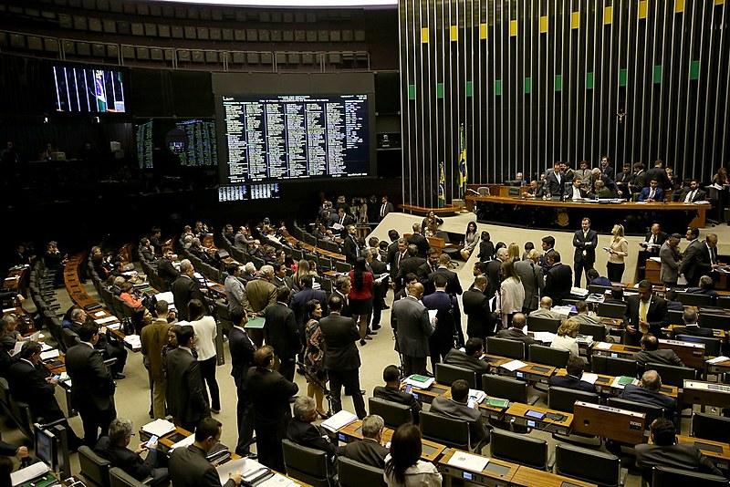 Plenário inicia votação da Proposta de Emenda à Constituição (PEC) 77/03, que trata de reforma política