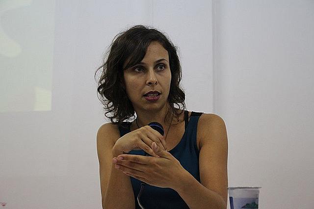 """Marília Budó é autora do livro """"Mídias e Discursos do Poder - Estratégias de legitimação do encarceramento da juventude no Brasil"""""""