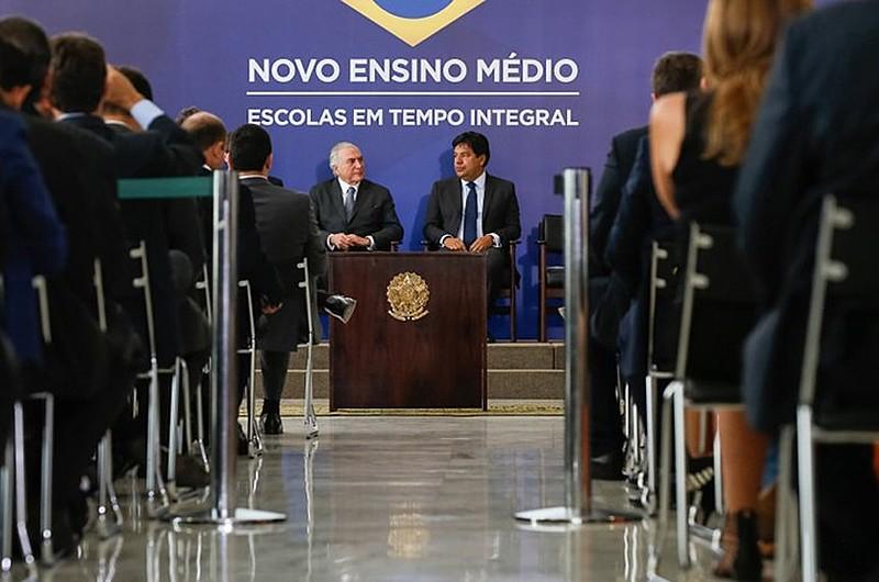 Michel Temer e o ministro da Educação, Mendonça Filho, durante o anúncio da MP em setembro deste ano