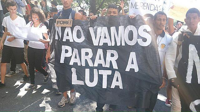En São Paulo, estudiantes secundarios se movilizan contra la mafia de la merienda y apoyan a los profesores
