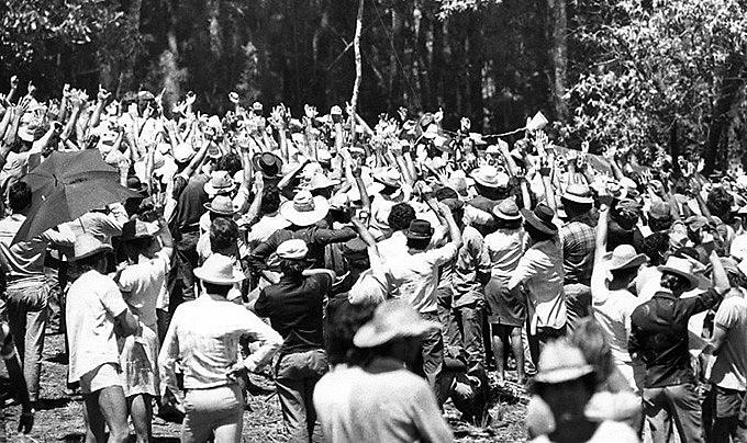 Trabalhadores sem terra na Encruzilhada Natalino, ao sul da Fazenda Sarandi, na entrada da gleba Macali