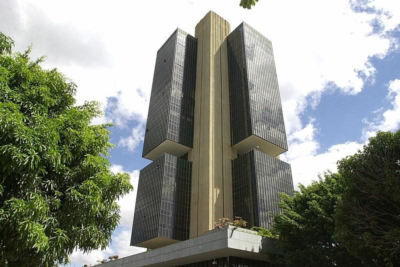 Segundo Banco Central, lucro foi puxado pela redução de despesas administrativas e de recursos reservados para cobrir calotes de clientes