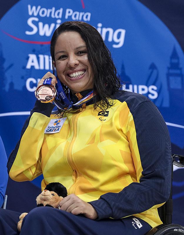 Brasileira Edênia Garcia conquistou uma medalha de ouro nos 50 metros costas e uma de bronze nos 100 metros nado livre