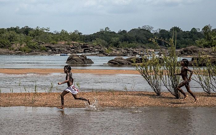 O rio Xingu é a fonte de vida do povo Juruna, é do rio onde retira sua principal fonte de alimentação, o peixe