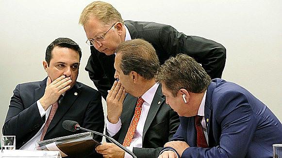 Los diputados Evandro Gussi, João Campos y Tadeu Mudalen articularon la aprobación de las materias en el colegiado