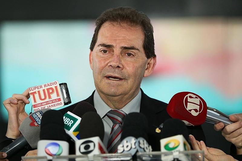 O deputado federal e presidente da Força Sindical, Paulo Pereira da Silva (Paulinho da Força), fala à imprensa após reunião com o presidente interino Michel Temer, no Planalto