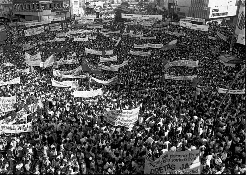 """A luta pelas """"Diretas Já"""", em 1984, foi um dos movimentos com maior participação popular do Brasil"""