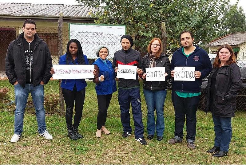Servidores municipais protestam contra medidas propostas pelo prefeito Rafael Greca