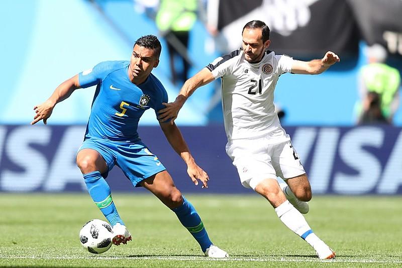 O time do Brasil enfrentou a retranca da Costa Rica e conseguiu uma vitória suada