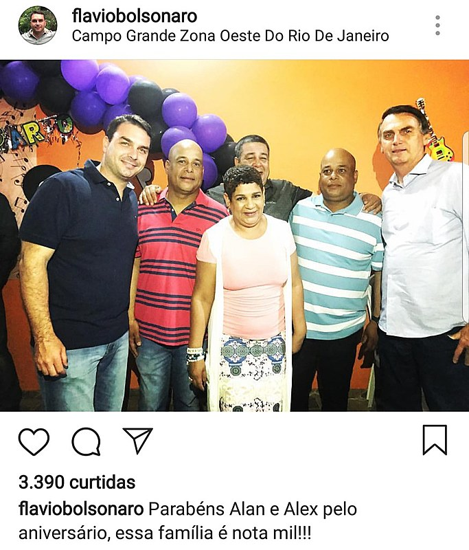 Flávio e Jair Bolsonaro compareceram ao aniversário de gêmeos milicianos na zona oeste do Rio