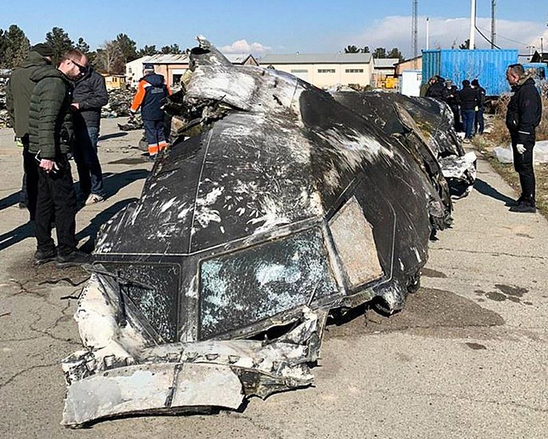 Registro de um dos destroços do Boeing 737-800 atingido por um míssil no dia 8 de janeiro