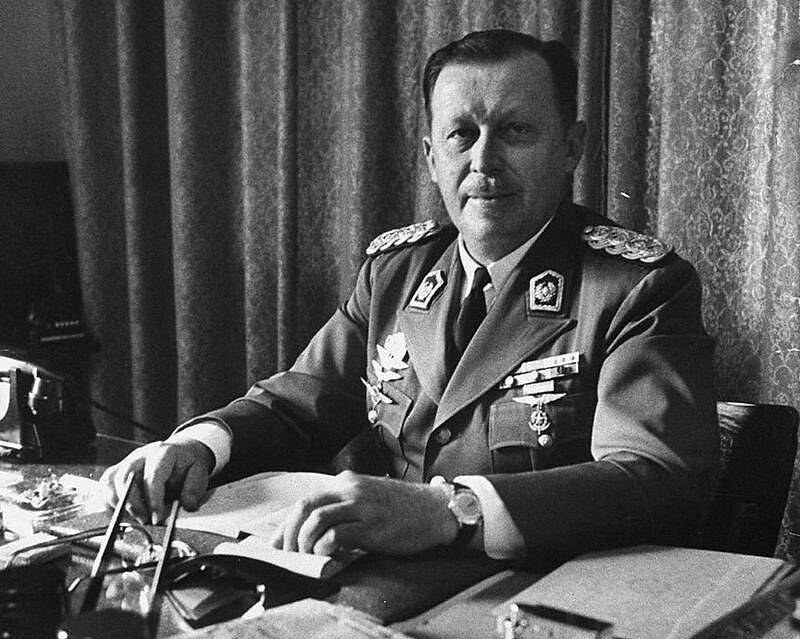 Stroessner foi um monstro: decretou prisões arbitrárias, assassinou centenas de pessoas e torturou em torno de 20 mil