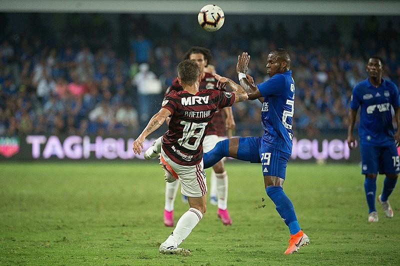 Flamengo perdeu para o Emelec por 2 a 0; Botafogo foi derrotado pelo Atlético-MG por 1 a 0 dentro de casa
