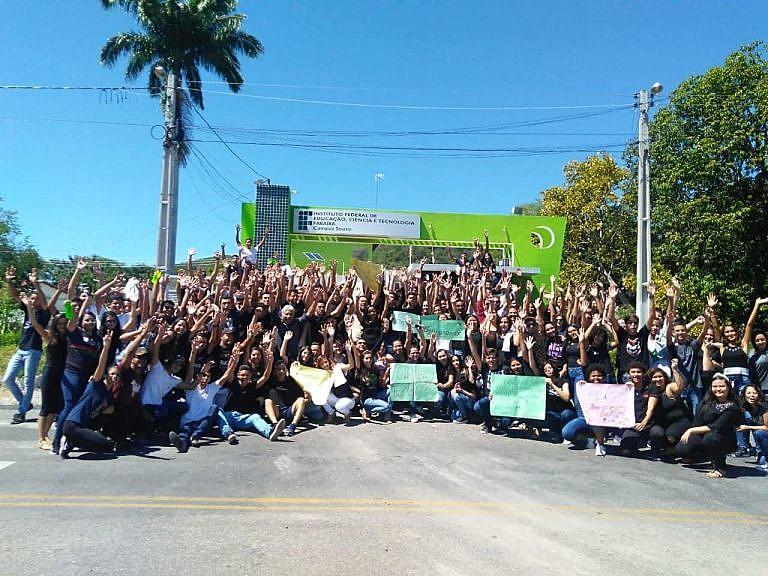 Cajazeiras, Patos, Sousa, Picuí, Monteiro, Catolé do Rocha, Guarabira e Campina Grande foram às ruas dizer não aos retrocessos nos IFs