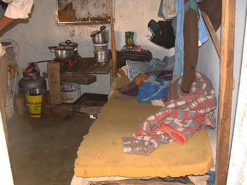 Moradias precárias, sem água encanada, sem rede de esgoto, com instalações elétricas deterioradas são comuns na região