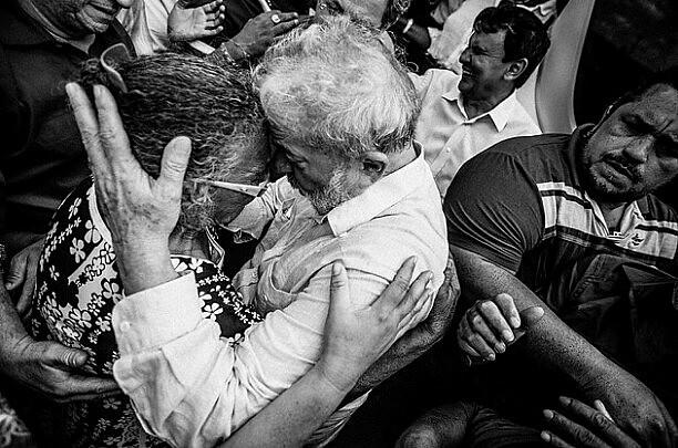 Imagens mostram a identificação do ex-mandatário com o povo.
