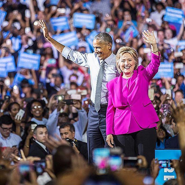 Barack Obama e Hillary Clinton durante evento de campanha nesta terça-feira