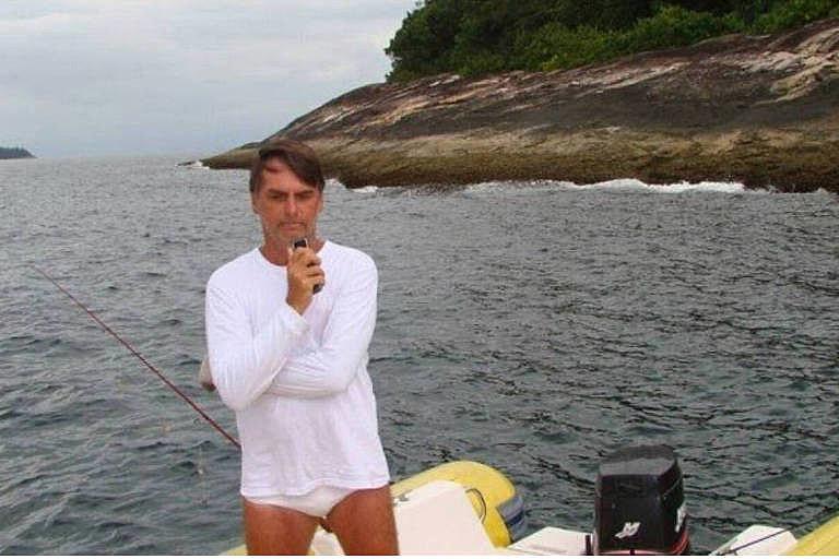 Bolsonaro pescando dentro da Estação Ecológica de Tamoios, região de Angra dos Reis; foto foi tirada por agente ambiental