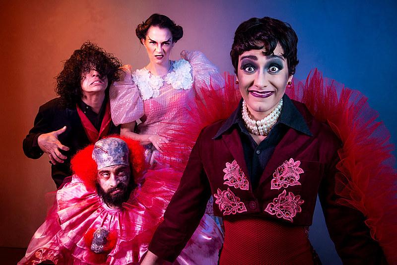 """A peça """"Sequestro no Trem Fantasma"""" é uma das que está em cartaz de segunda a sexta-feira, no Teatro do Saara"""