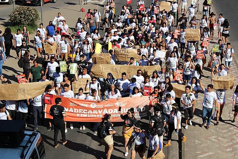 Além de mesas de debate, indígenas realizaram ato político pelas ruas da capital gaúcha
