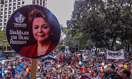 Umas 300 mulheres se concentraram na Praça Morelos, centro da Caracas