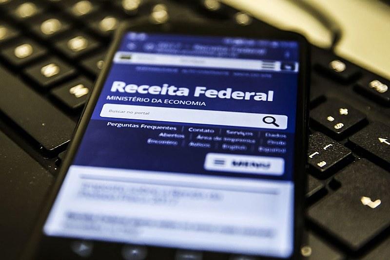 Pelas regras do IR no Brasil, em termos proporcionais os mais ricos pagam menos do que os mais pobres