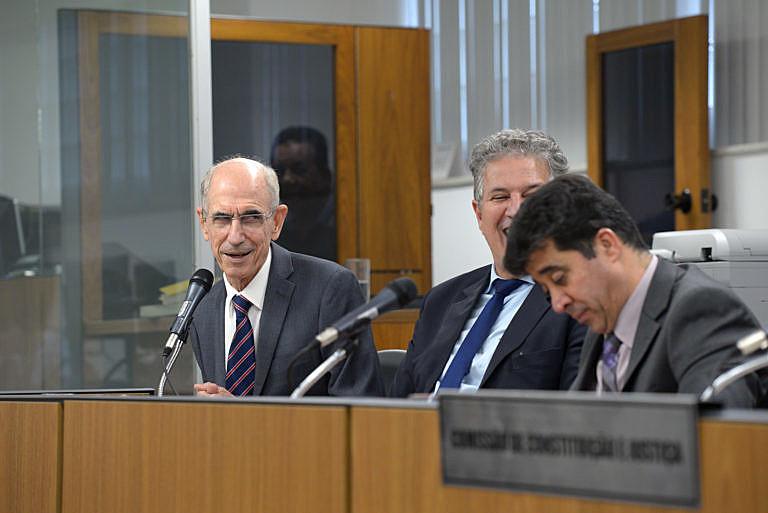 A Questão de Ordem foi assinada pelos deputados Sargento Rodrigues (PDT), João Leite (PSDB), Bonifácio Mourão (PSDB), entre outros